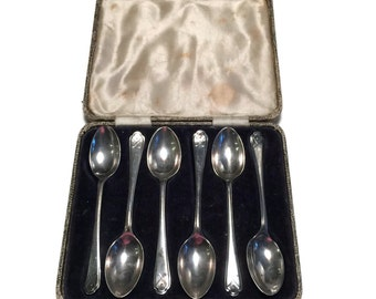 Walker and Hall Six Solid Silver Spoons Cased Golf Motif Hallmarked Sheffield 1933