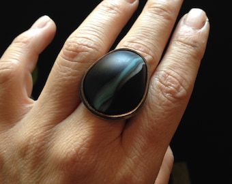 Oxidised silver and glass bead ring. Mobilis ring.