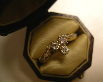 An Art-Deco Diamond ring (0.75ct in total) in 18K Yellow Gold