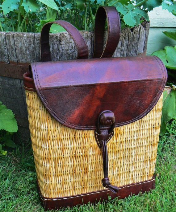 Wicker Basket Backpack : Vintage leather and wicker picnic backpack by