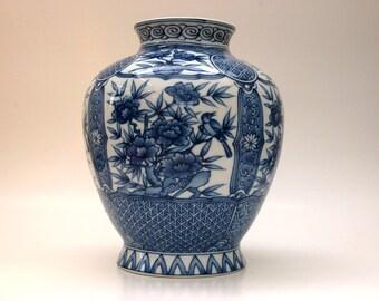 chinese oriental  blue white porcelain vase