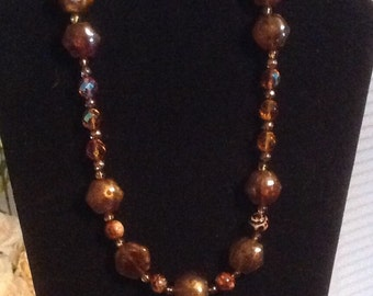 Brown oval necklace