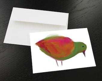 """Carte de souhaits """"Oiseau rose, orange, vert"""". Format, une fois plié 5 x 7, intérieur blanc. Enveloppe comprise."""