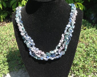 Ladder Yarn Necklace (Pink/Blue)