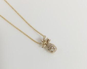 Pineapple Crystal Necklace/fashion and Shinny/Perfect for any occasion