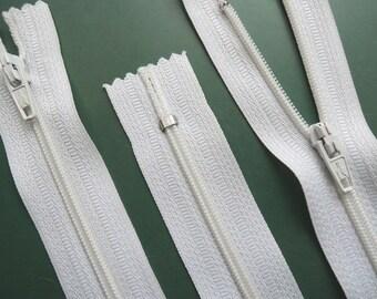 7 Inch | white | zipper | closed bottom | Nylon | No. 3
