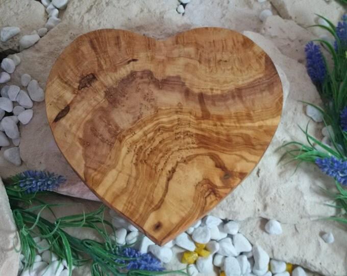 Frühstücksbrett aus Olivenholz Vesperbrett Herzform Holz Herz Unikat ca 25 x 24 cm