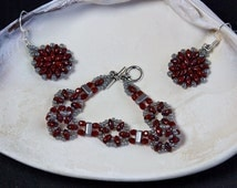 Circles and Bricks Jewelry Set, Beaded Bracelet and Earrings, Red and Gray, Super Duo Beaded Bracelet, Matching Red and Gray Earrings
