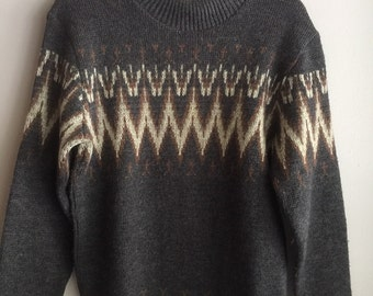 Wool ziz zag pattern sweater made in Alberta grey beige M