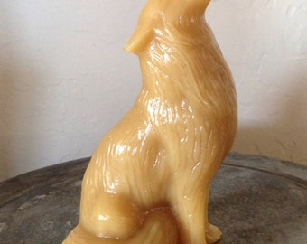 Howling wolf beeswax candle