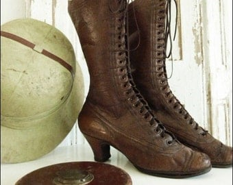 Victorian boots.... CHARMANT!