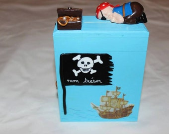 piggy bank wooden pirate