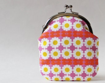 Coin purse business card case card holder retro daisy on pink white flower yellow orchid 1960s kiss lock clasp purse retro floral