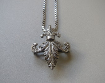 Beautiful Antique Sterling Silver Fleur De Lis Pendant Necklace
