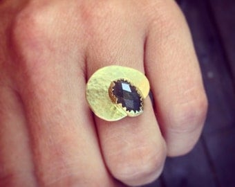 grey oval sapphire and 18k yellow gold one of a kind ring