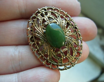 FREE SHIPPING Vintage Goldtone Peri with Green Stone Brooch Pendant Necklace