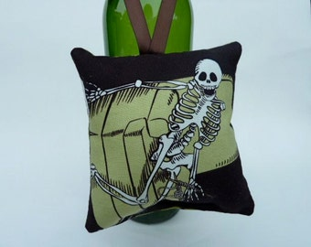 Skeleton Loves to Knit Wine bottle decoration 4.5 in x 4.5 in - Zillow Pillow