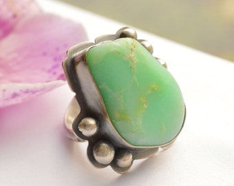 Silver Natural Chrysoprase Ring with Modern Rustic Oxidized Finish and Patterned Ring Shank, One of a Kind Metalwork Ring, Metalsmithed Ring