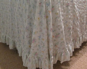 Vintage Lightweight Summer Bedspread - Floral Cotton Plisse - Shabby Cottage
