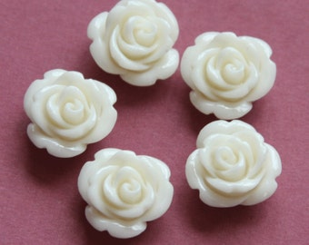 10 pcs of Synthetic Coral flower beads 14x13mm white