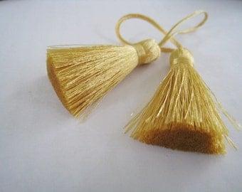 4 Pieces of Short Silk Tassel  - Gold