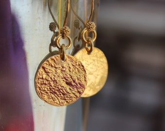 Gold Disc Earrings, Gold Jewelry, Hammered Disc Earrings, Gold Circle Earrings, Round Drop Earrings, Dangle Earrings