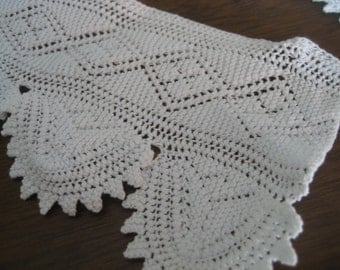 Set of 2 VINTAGE White Fine Thread Knitted Lace Applique Trim  T2