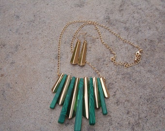 Necklace an Earring Set, Vintage Green and Gold Tone Necklace and Earring Set