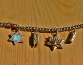 ViNTAGE 8 inch Goldtone Jewish Charm Bracelet