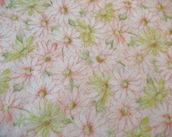 40% off SALE-use coupon code Discount40 at checkout-3.5 Yards Vintage Lightweight Flannel Fabric with Pink and Yellow Daisy Floral Design