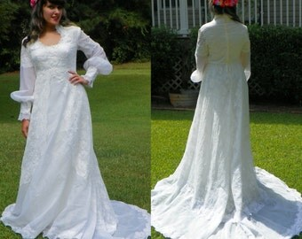 1950s Vintage Cream Lace Wedding Dress with Long Sleeves High Collar Train and Petticoat Victorian Wedding Dress Size Medium
