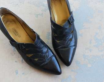 vintage 1980s Shoes - 80s Black Leather Heels - Witchy Woven Leather Kitten Heels Sz 7.5 38