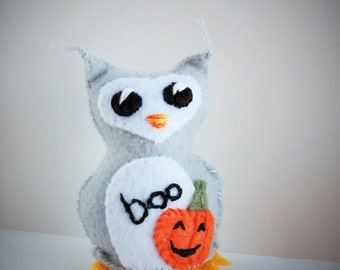 "Halloween owl- gray owlet with appliqued pumpkin- ""boo"" wee feltie owlet, Ready to ship"