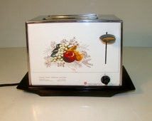 Vintage Toastmaster Toaster 1970s White with Fruit Pattern Working
