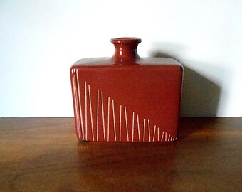 Modernist Larry Laslo for Royal Haeger Brown Sgraffito Bottle Vase, Square Form