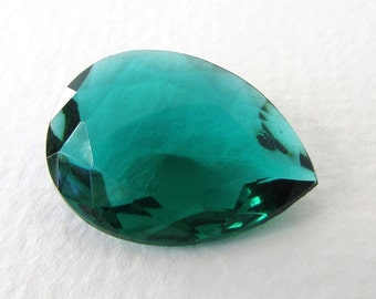 Vintage Glass Rhinestone Emerald Green Pear Jewel Faceted Transparent 25x18mm rhs0543 (1)