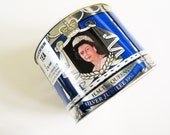 Jubilee tea tin: amazing 1977 Queen Elizabeth II and Prince Philip silver jubilee British tea caddy, tea tin, biscuit tin, royal tin