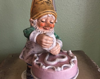 Goebel gnome 523 'Candy' the baker