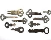 Set of 10 Flat Vintage Keys (FK No. 2)