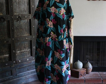 vintage Hilo Hattie accordion pleated Hawaiian kaftan
