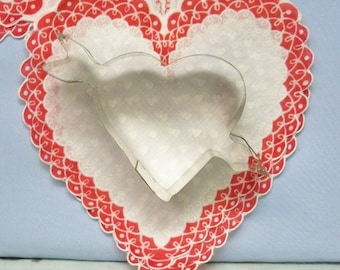 """Cupids Arrow in Open Heart Cookie Cutter Metal ~ Tin Silhouette """" Valentine """" Theme ~ 3 1/2 """" By 5 1/2 """" Inches Of Love - Mint"""