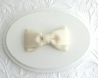 """Simple Ivory Cream Hair Bow, 3"""" Boutique Bow, Toddler Hair Clip"""