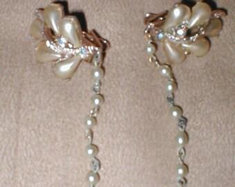 Vintage 1950's rhinestone & pearl Sweater Guard Clip Chain