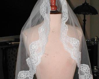 Vintage wrist length Lace Mantilla Bridal Veil
