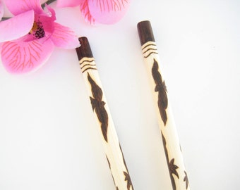 Engraved Chopsticks with Black or White Birds/ Bamboo Asian Utensils/ Sushi Serving/ Unique Gift Idea/ Personalized / Wood Anniversary Gift