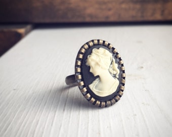 Classic Cameo Ring / Black and Cream Victorian Style Steampunk Cosplay Womens Pirate Outfit Edwardian Wedding Bridesmaids Bridal Party Gifts