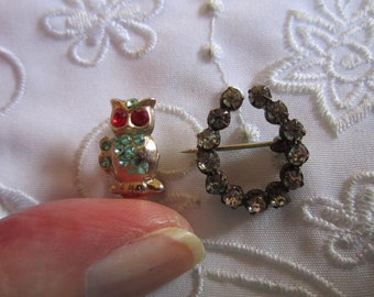 Vintage Set of Gold Tone Owl Pin and Silver Tone Horse Shoe Rhinestone Pin