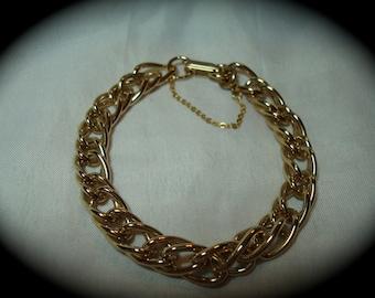 1989 Gold Tone Heavy Linked Charm Bracelet.