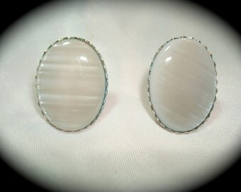 Vintage Mother of Pearl Clip On Earrings.
