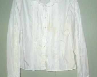Womans Vintage white blouse ruffles and lace trim